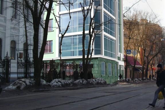 Реконструкция нежилого здания под магазин и офисные помещения
